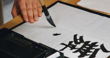 writing-hand-brush_opt