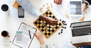 cellphone-chess-chess-pieces-910330
